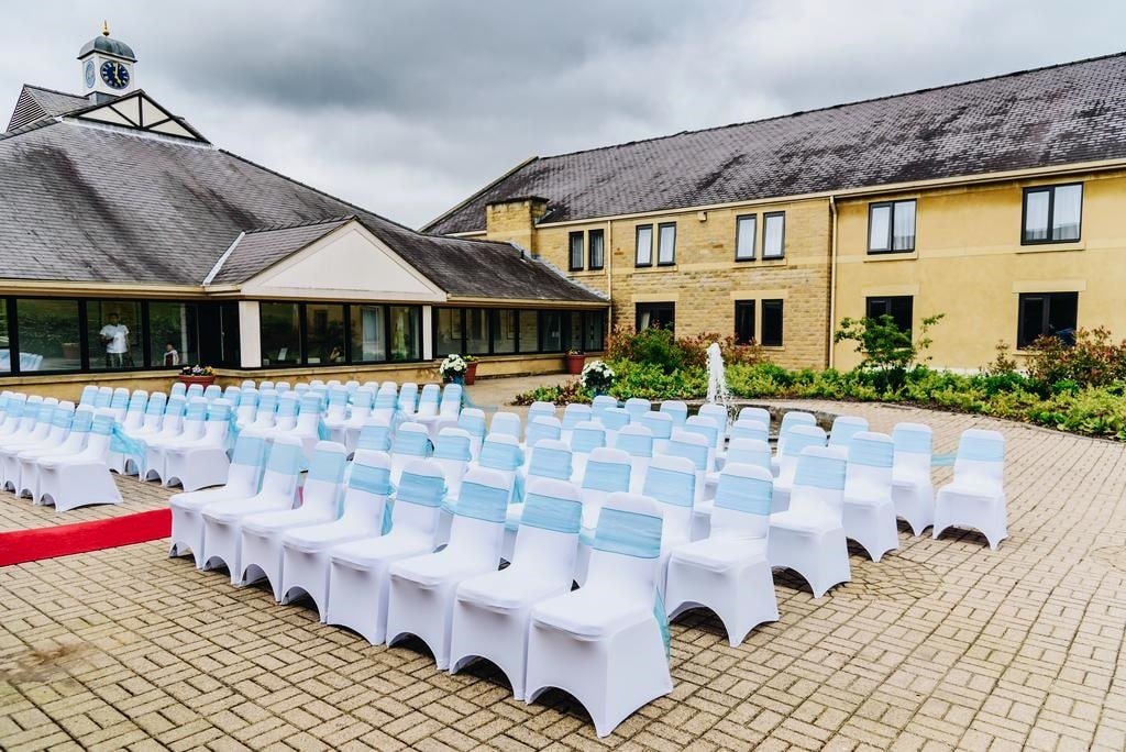картинка Holiday Inn Leeds-Brighouse ceremony-outside